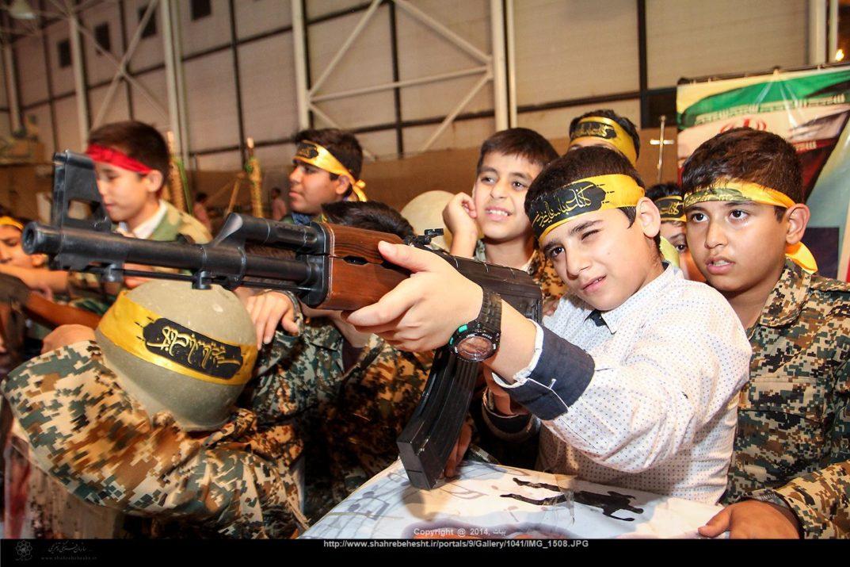 Enfants iraniens entraînés pour rejoindre les milices armées