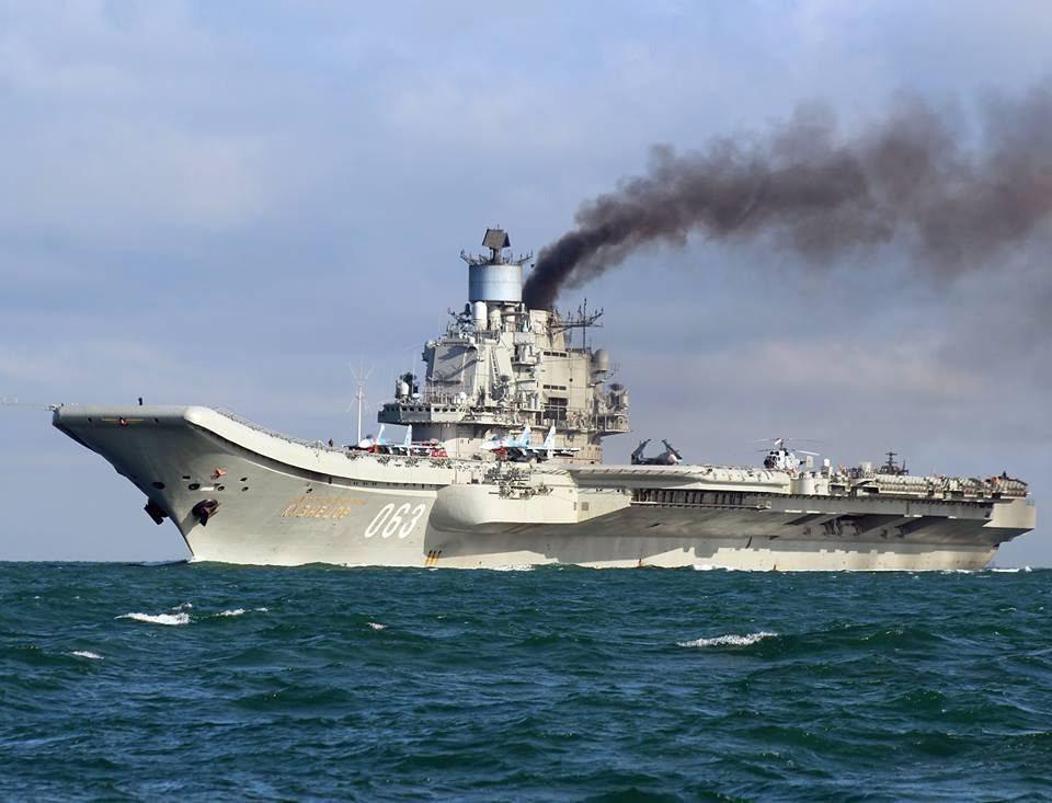 L'amiral Kouznetsov rame dans les eaux britanniques en 2016