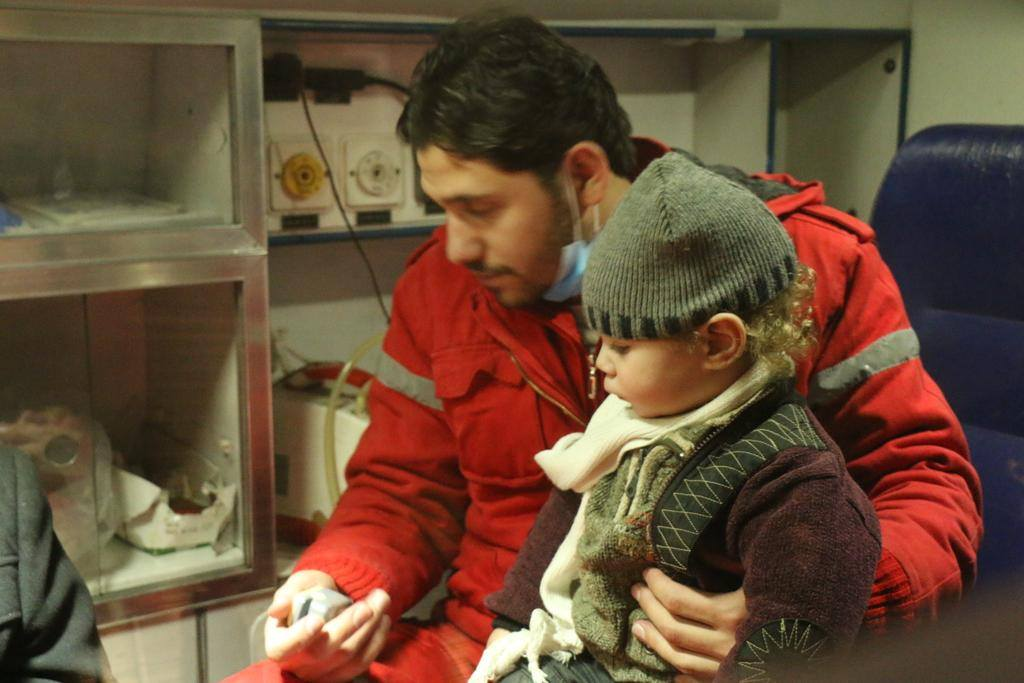 Un enfant évacué pour des soins médicaux de la Ghouta Orientale de Damas, le 29 décembre 2017