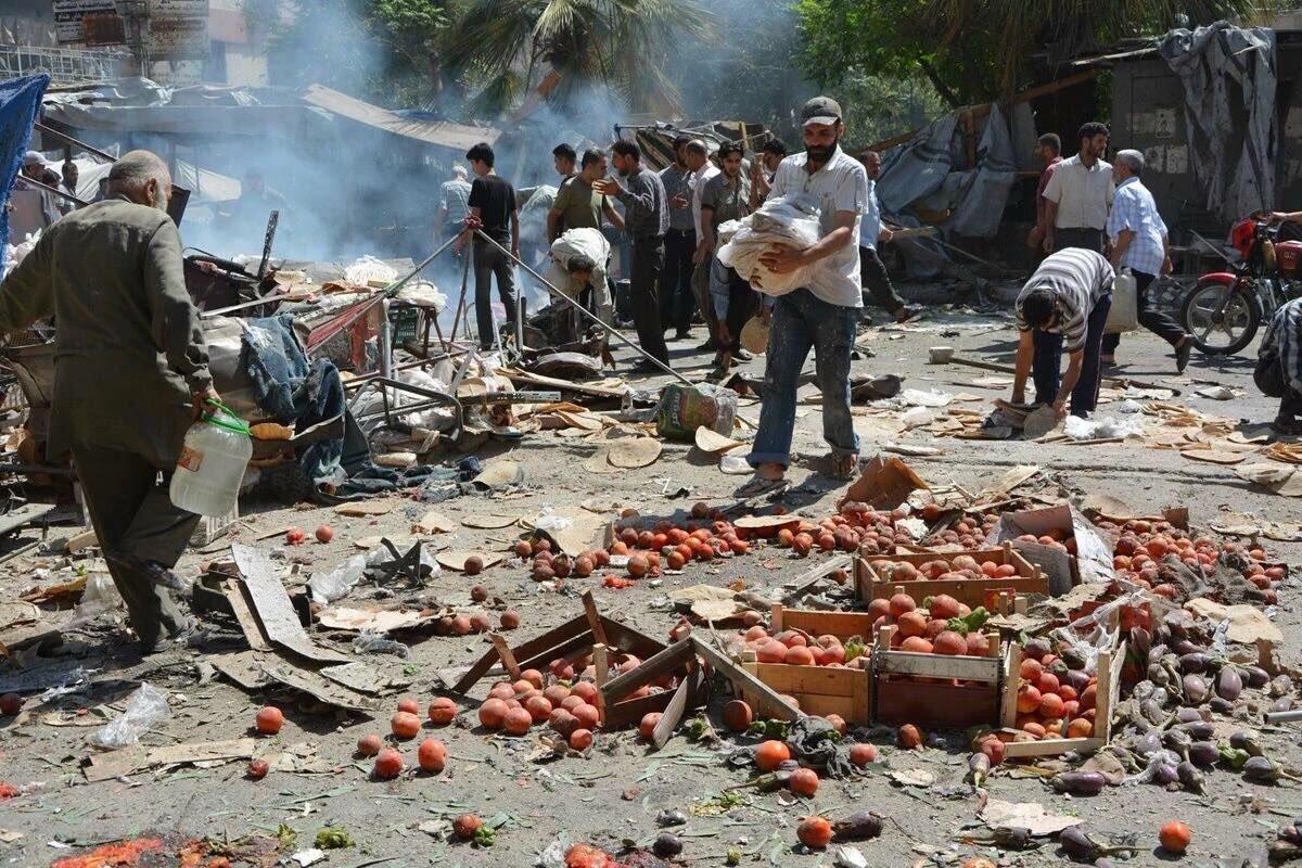 Le marché d'Ariha, suite à un raid aérien