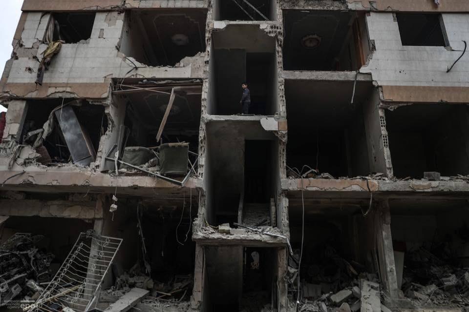 Les restes d'un immeuble à la Ghouta Orientale de Damas