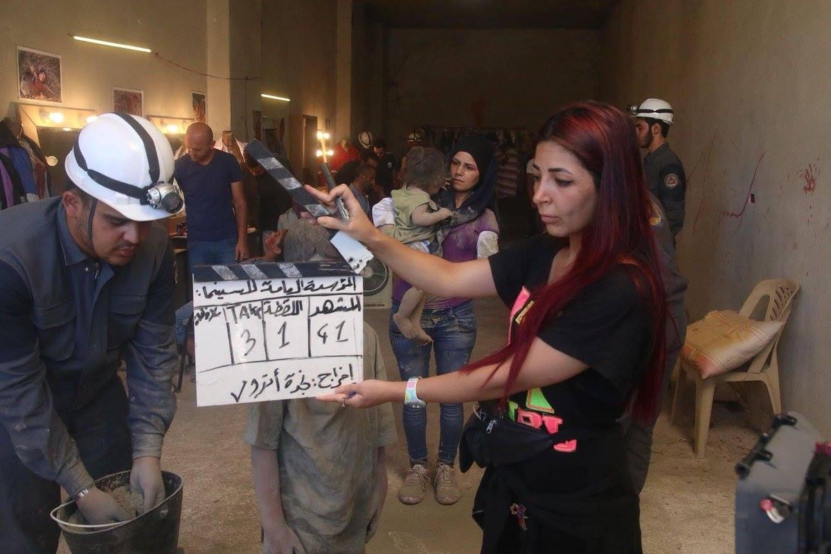 Au tournage du film propagandiste contre les casques blancs