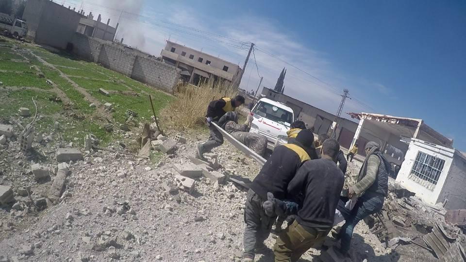 Une femme blessée secourue par les casques blancs à Otaya