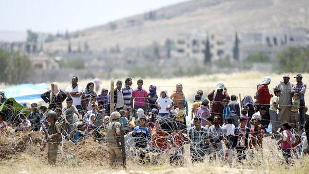 Des réfugiés syriens aux frontières turques