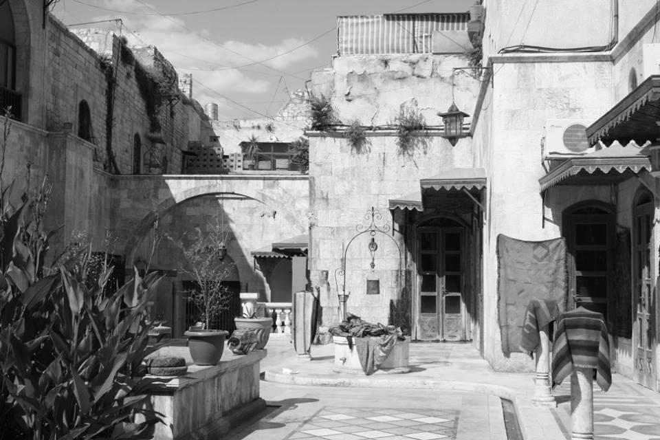 La cour intérieure d'une maison traditionnelle à Alep (collection de Stephen Ellcock)