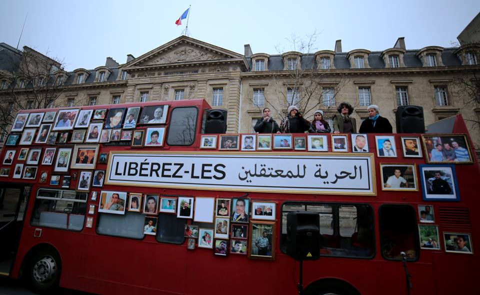 Le bus de la liberté à Paris - Place de la République