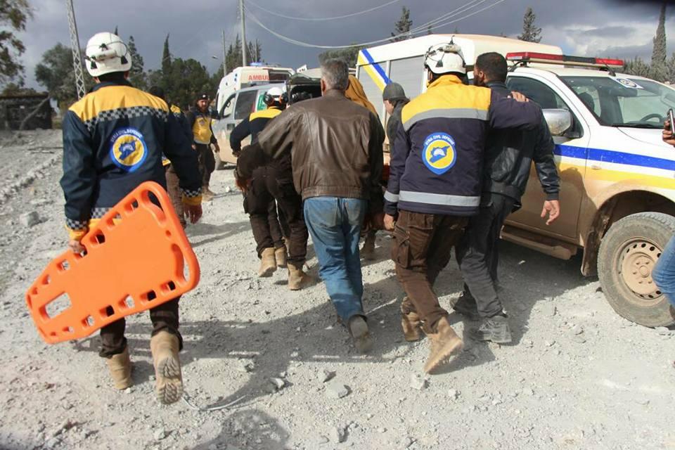 La défense civile en action pour sauver les blessés dans la province d'Alep