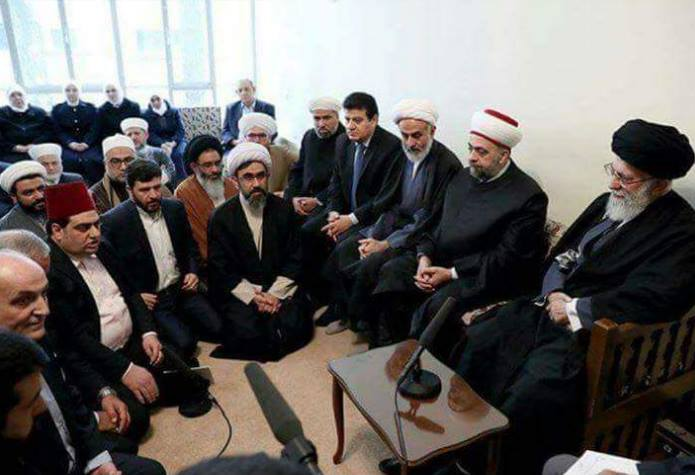 Khamenei accompagné de religieux syriens