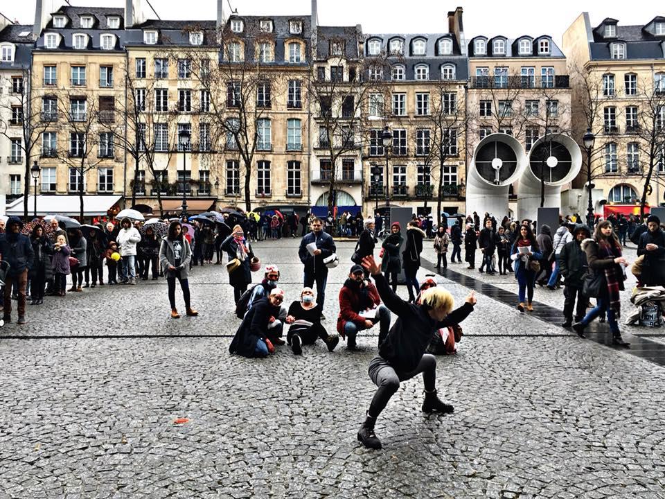 Flash mob, aujourd'hui, à Paris, en solidarité avec les victimes de la Ghouta