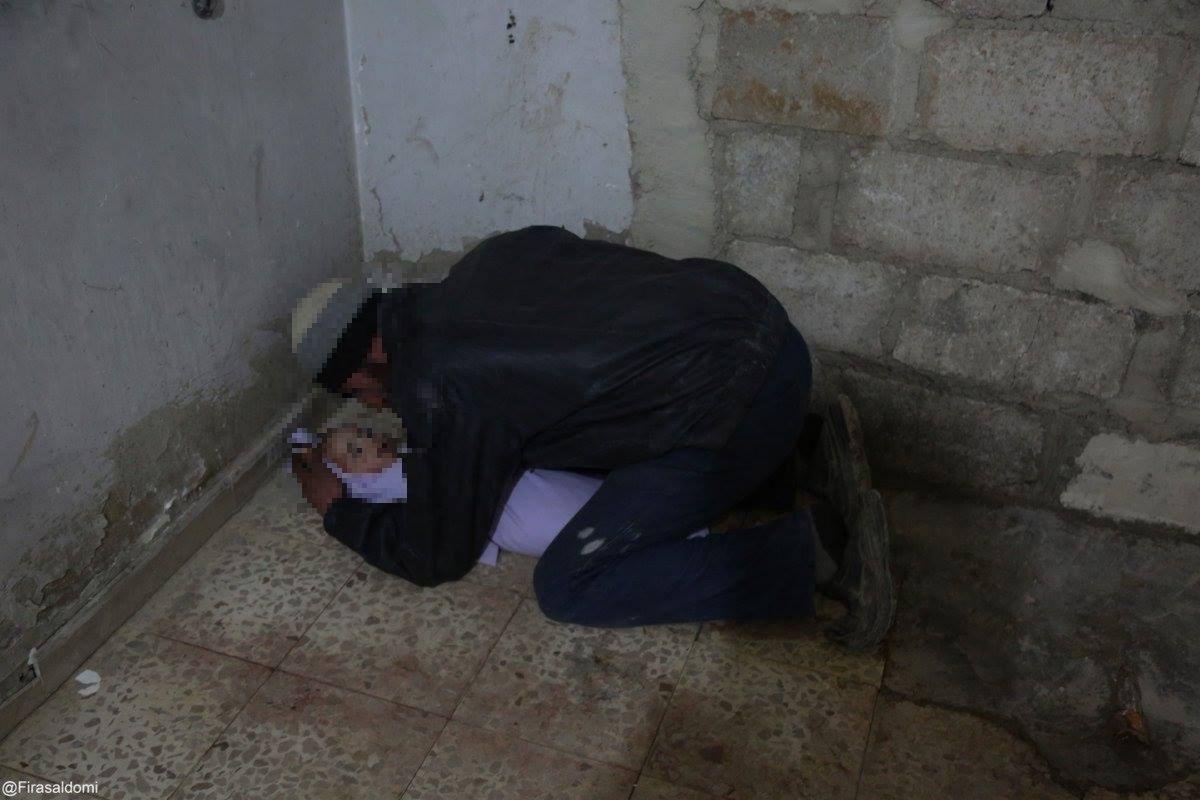 L'adieu d'un père à son enfant décédé, hier, à la Ghouta orientale