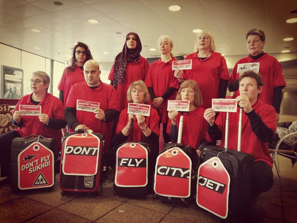 Les militants à l'aéroport de Londres-City.
