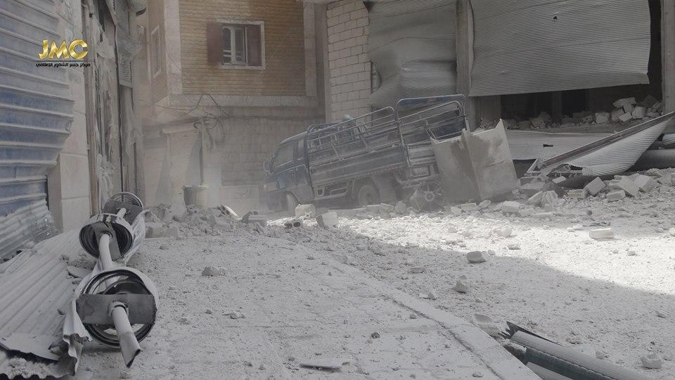 Les traces du baril de TNT à Khan Cheikhoun