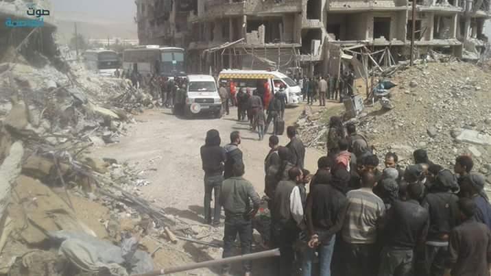 Évacuation des blessés et des habitants de la ville d'Harasta