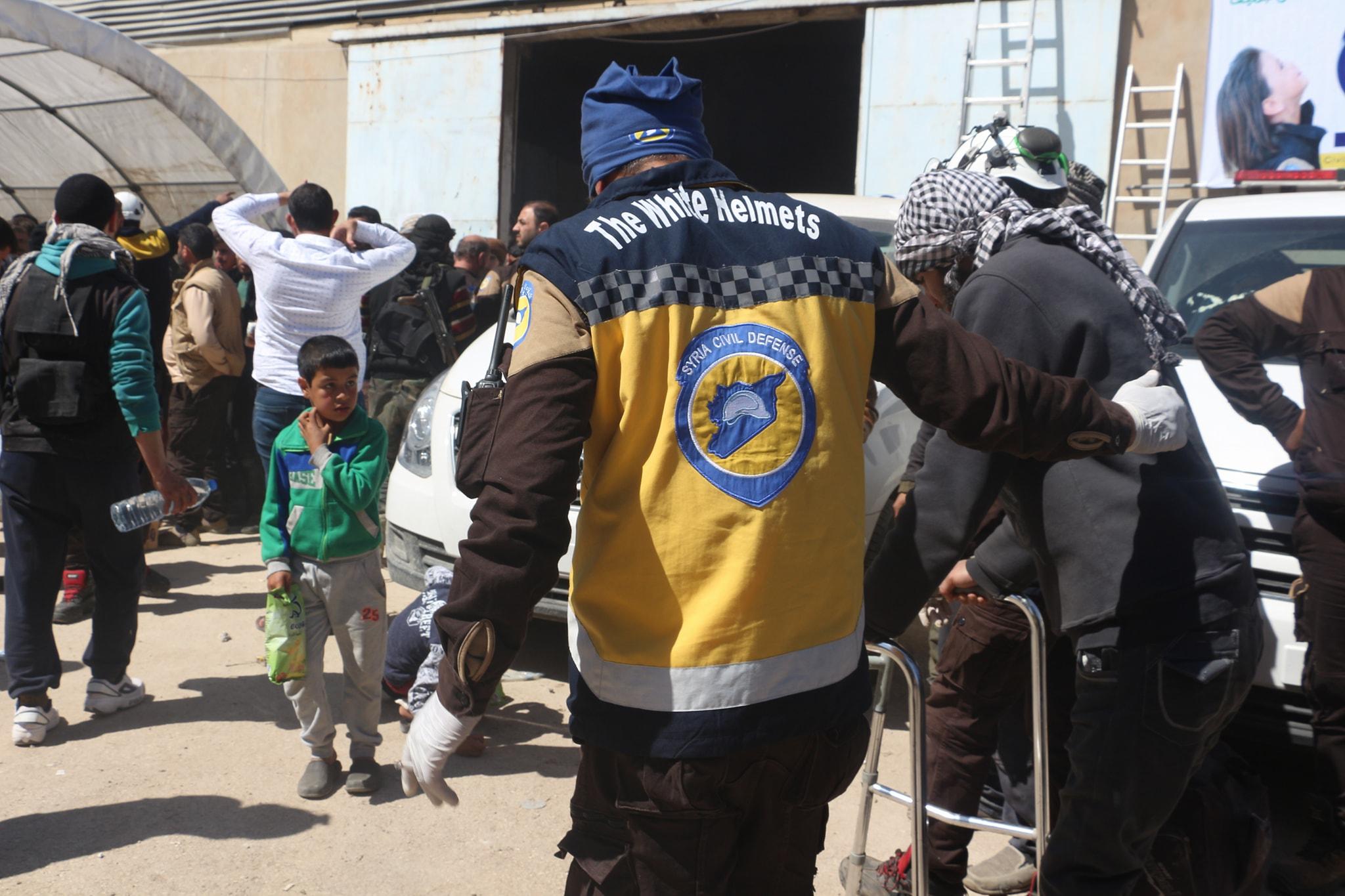 Un déporté assisté par la défense civile à Idlib