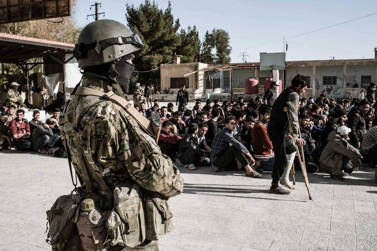 Les jeunes d'Hamouria gardés par les mercenaires russes