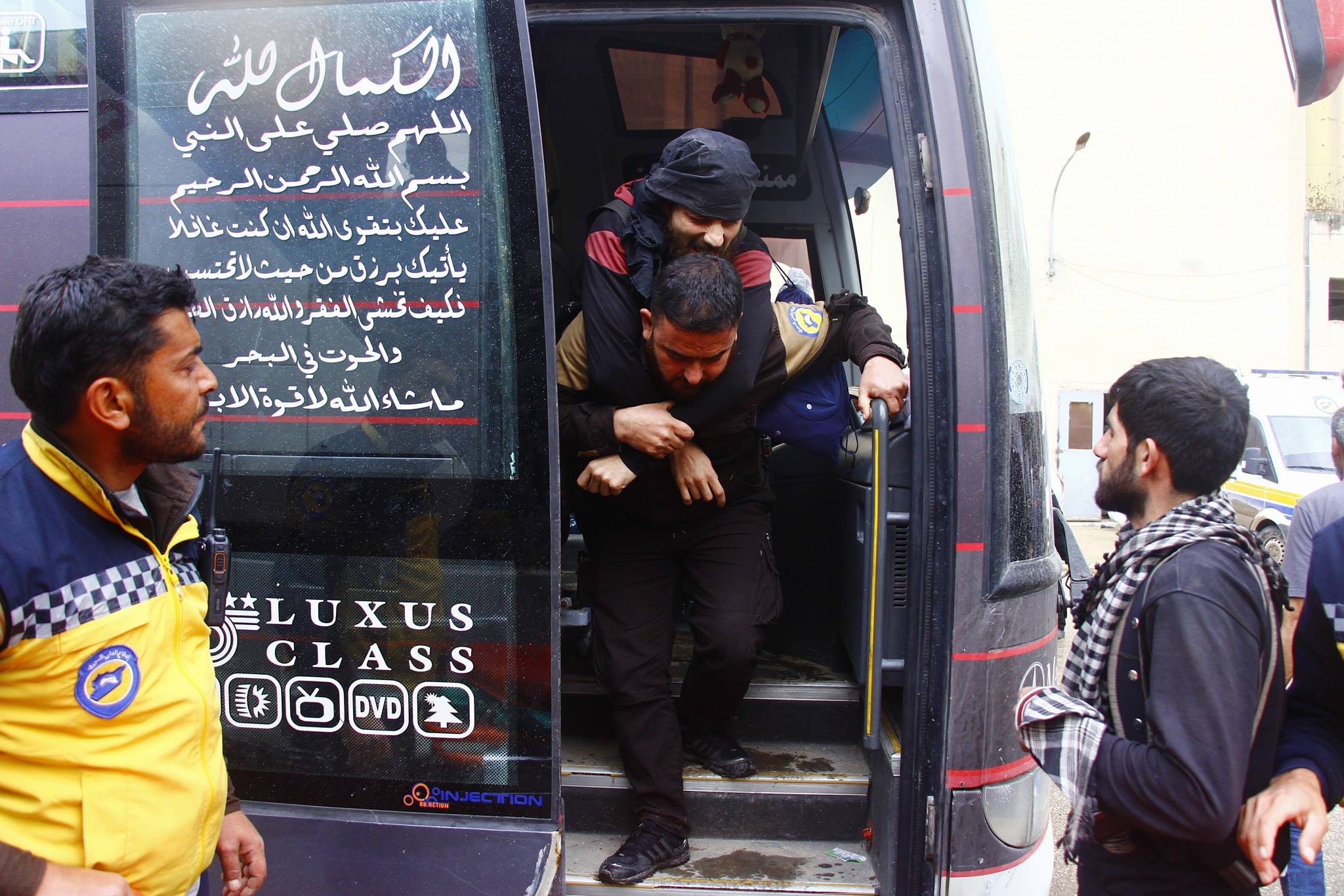 The White Helmets in Idlib mobilized in the service of the deportees