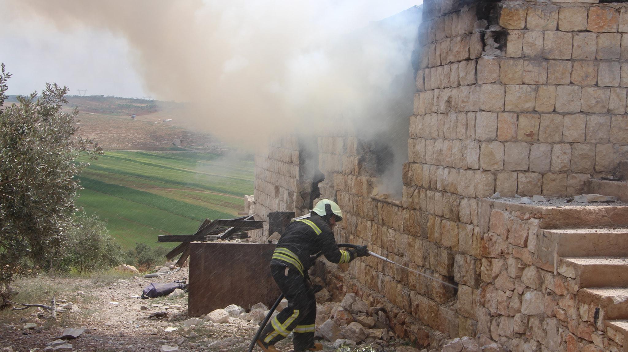 Un feu causé par un raid aérien à Al-Naqeer