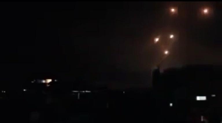 Les défenses aériennes à Damas la nuit dernière