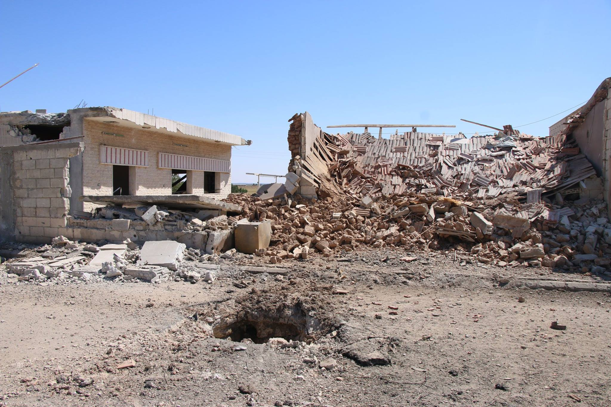 Les traces de bombardement d'hier sur Al-Quneitrat