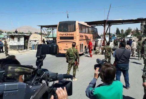Les premiers cars de déportation de la ville d'Al-Dhoumeir