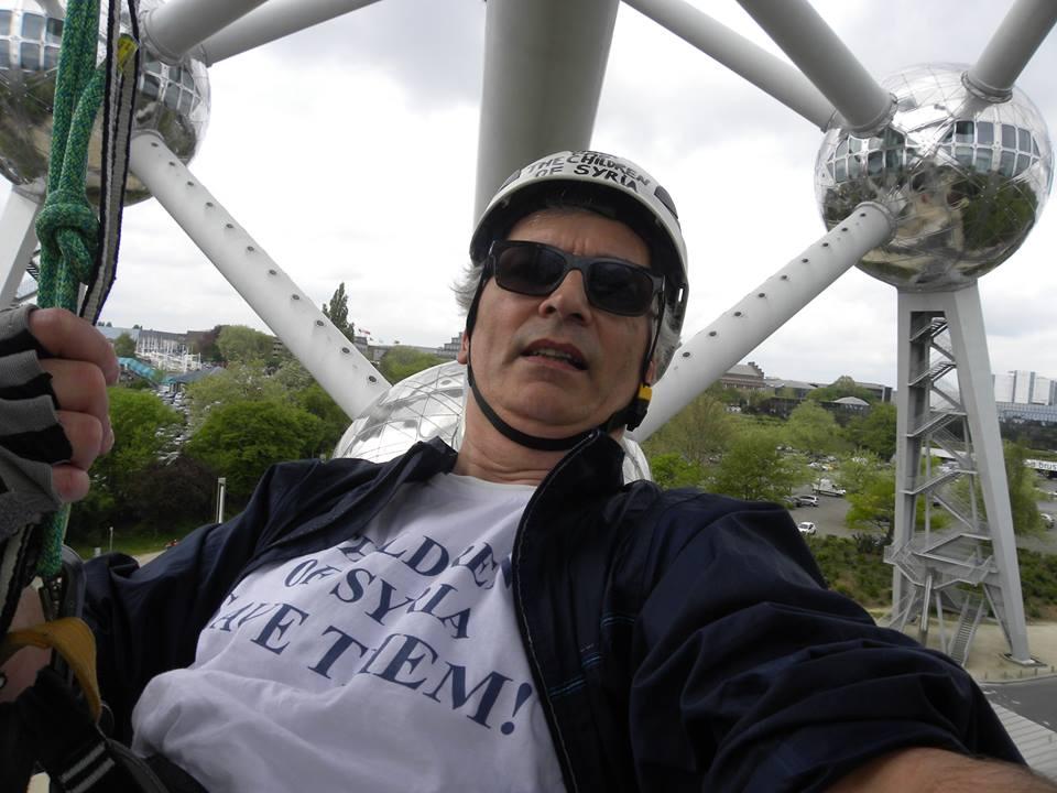 Pascal Henrion à l'Atomium en solidarité avec les enfants syriens