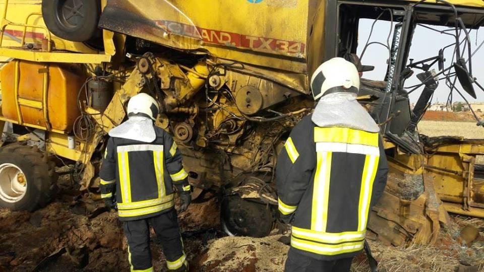 La moissonneuse détruite par une mine