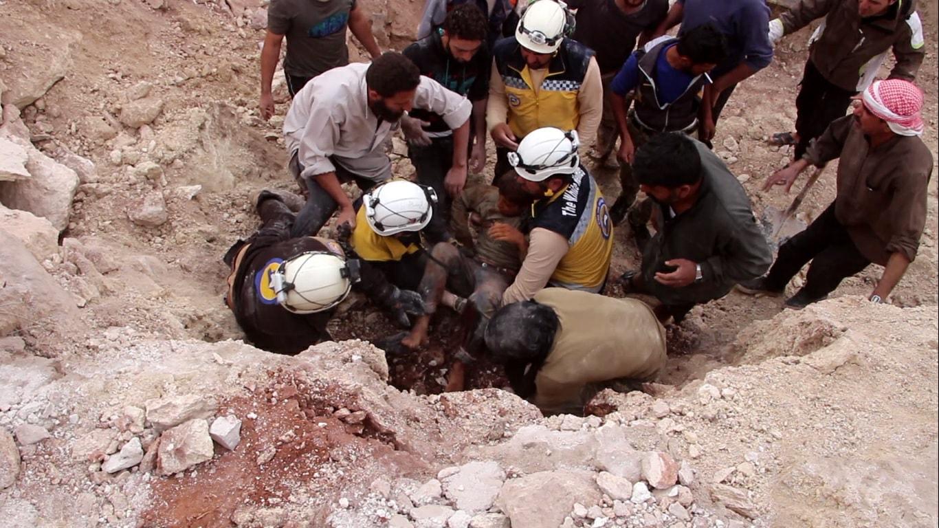 Recherche des victimes du bombardement d'Al-Naqeer