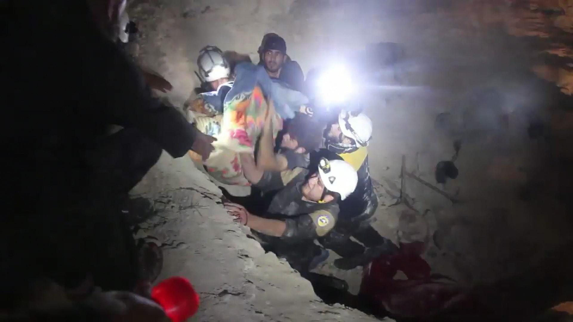 Les victimes de Maar Zeita extraits de sous les décombres