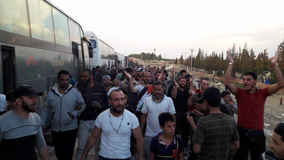 La manifestation de déportés sur la route d'Al-Bab